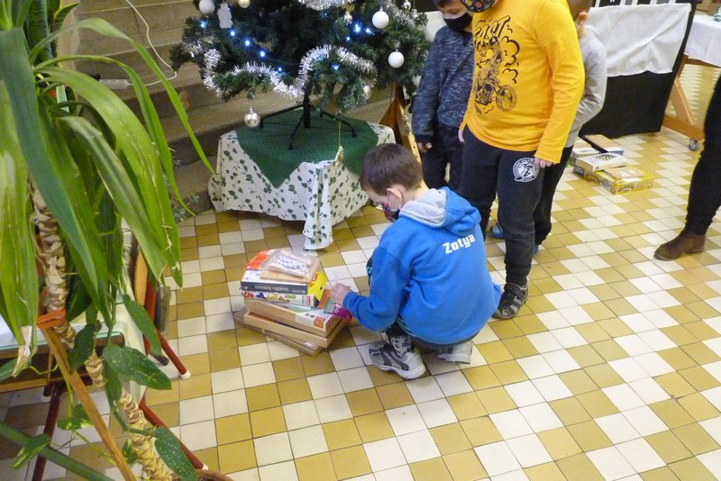 Karácsonyi ajándékozás_9